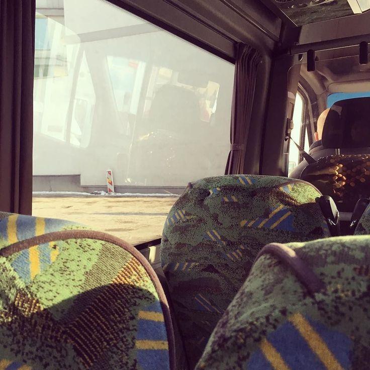 Bus w Krakowie jest świętym środkiem transportu. Busiarz jego panem więc jest arcyświętym. Do momentu gdy się nie zmieni polityka przyznawania licencji dla półdzikich przewoźników bliżej będzie nam do filmów Kusturicy i dzikiego wschodu niż Europy. Żeby dostać bilet musiałem zapłacić więcej a teraz leci discopolo w najlepsze. #nielubie #nierozumiem #bus #krakówradomiemeuropy. #instaphoto