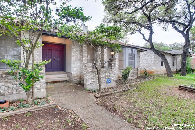 Single Family Detached San Antonio Tx This Beautiful One Story Home Boasts Open Floor Plan With 3 Bedrooms And 2 Fireplace Garden Renting A House Sale House