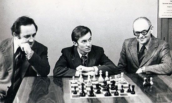 Geller and Furman, with with the young Anatoly Karpov, for whom Furman was a mentor.