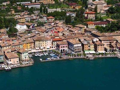 Gargnano, Town House to rent GARGNANO Lake Garda: Promenade in Front of the House