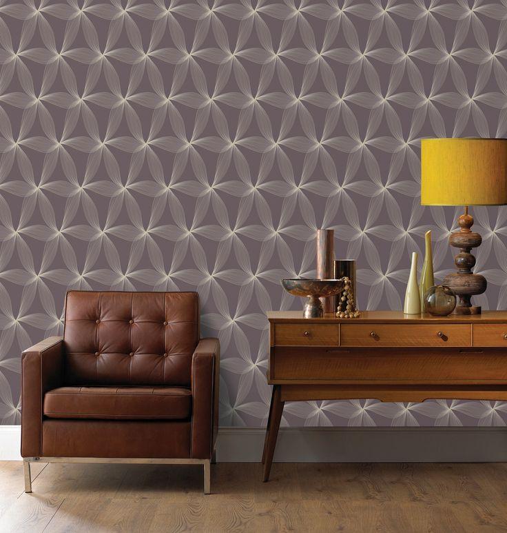 Praxis | Een warm en sfeervolle look met de oger gele lamp en de bruine meubels. Daarnaast een  uniek behang!