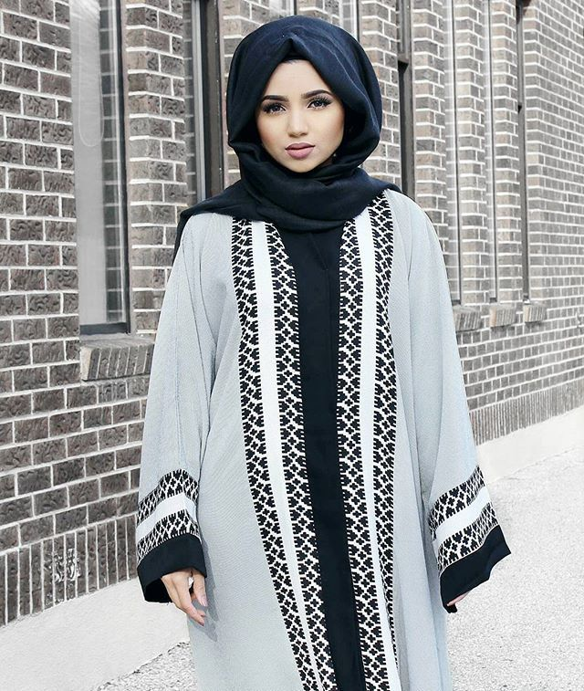 Beautiful abaya from @shoppillar  Black viscose hijab from @voilechic