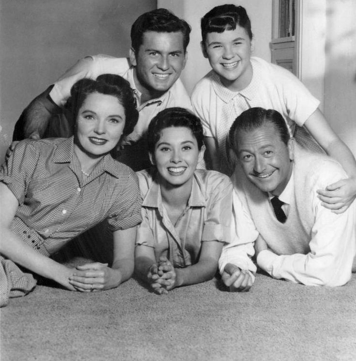 If you were born in 1959, that year's season of Father Knows Best would be the last for that sit-com -- the kis were getting lots older now -- but no doubt you watched it on re-runs in the 60s and got to know the Anderson Family  that way -- Bud, Kitten and Betty had been good company to many an older boomers in the earlier 50s before you were born.
