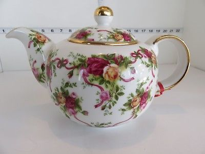 ROYAL ALBERT RUBY CELEBRATION OLD COUNTRY ROSES TEAPOT