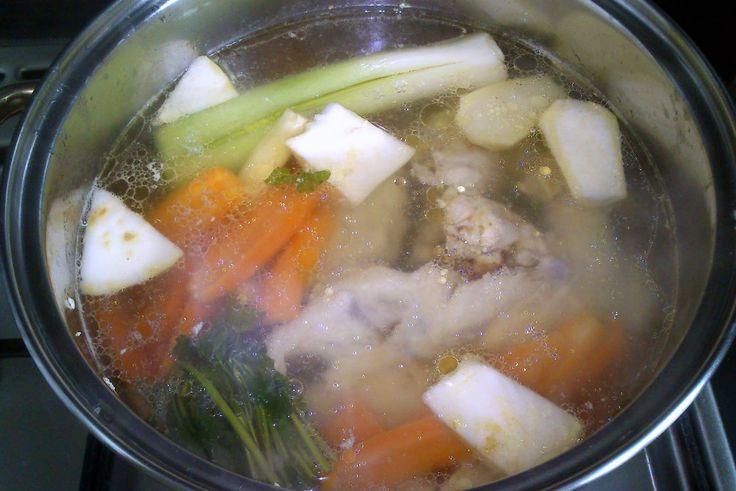 Sprawdzony przepis na zupę pomidorową z papryką i soczewicą.