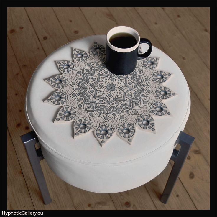 Pouf table with grey geometric mandala. Nakładka na pufę z szarą geometryczną mandalą.