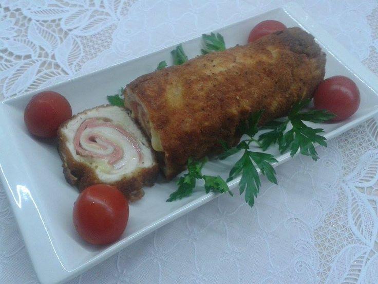 Tavuk Cordon Bleu Tarifi olukça farklı bir tavuk tarifi olup içerisinde kaşar ve salam bulunmaktadır. Yazarımız Esma hanımdan geldi.