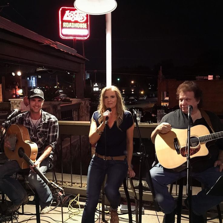 Thanks Everyone for packing the patio at Logan's Roadhouse last night! (((Bear Hugs)))) #partyonthepatio #logansroadhouse #singersongwriter #wednesday #original #acoustic #livemusic #lizkilgo #lizkilgomusic #hitsongwriter #billylee #robertburgeis #bearhugs #country #music #countryrock #nashville #tennessee @robertburgeismusic