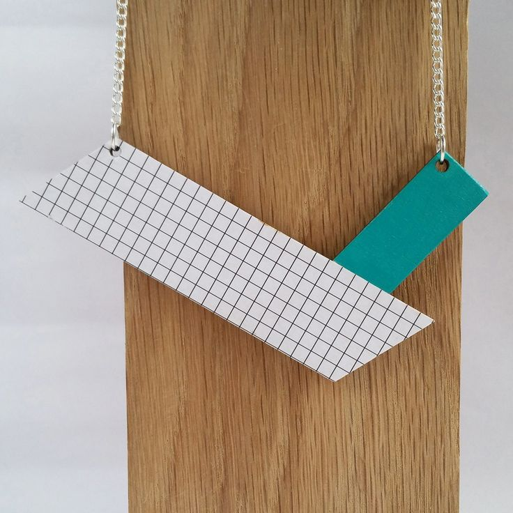 This versatile necklace is designed to be worn 2 ways. For days when you want to make more of the statement, the front of the necklace features a simple black and white grid print. There is a bright pop of colour with a rich turquoise hue. For those more understated days, the reverse of the necklace is plain wood cut into clean, simple lines to create a necklace with understated elegance. The pendant has been treated with a varnish to seal the wood. The wooden pendant ha...