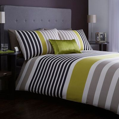 Inspired by the most luxurious hotel bedrooms, this duvet cover is designed by Jasper Conran and typical of his refined and contemporary style. In pure cotton, it features a combination of elegant green and white panel and border detailing for the ultimate in chic sophistication.