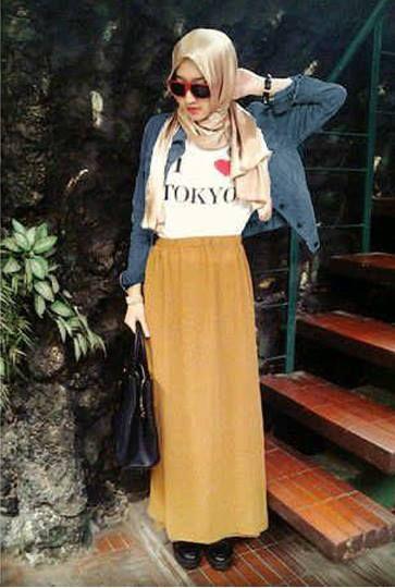 Hijab Tokyo Bahan Jaket Jeans Wash + Inner Spandex + Rok cotton Rayon + Pashmina sesuai rok     Fit L     Harga : Rp. 159.000,-/set     Kode Produk / Product Code : M4641