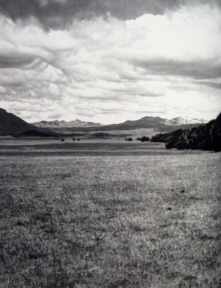 Cultura  Selk'nam - Sitio Marina 1. Vista del valle del Río de la Turba, hacia el sur. Al fondo la cordillera fueguina. Fotografía de Estela Mansur.