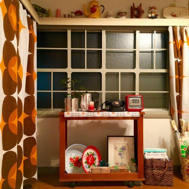 hilaさんの、DIY,窓枠風,窓枠DIY,窓枠,カラフル,見せる収納,カーテンレールカバー,ヴィンテージファブリック,ヴィンテージ,昭和レトロ,レトロ,昭和の家,賃貸,壁/天井,のお部屋写真