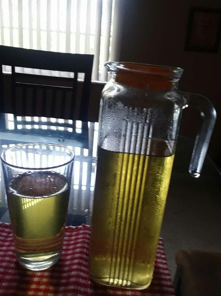 Chá de gelado de tangerina com cravo - Ferva um litro de água e coloque dentro a casca de 2 tangerinas lavadas e mais 6 cravos, espere esfriar, coe, depois coloque para gelar.