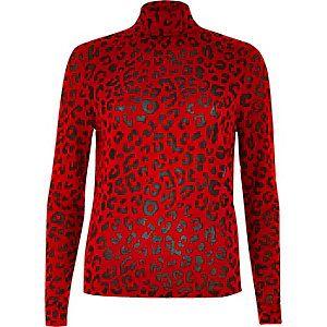 Rode top met luipaardprint en col