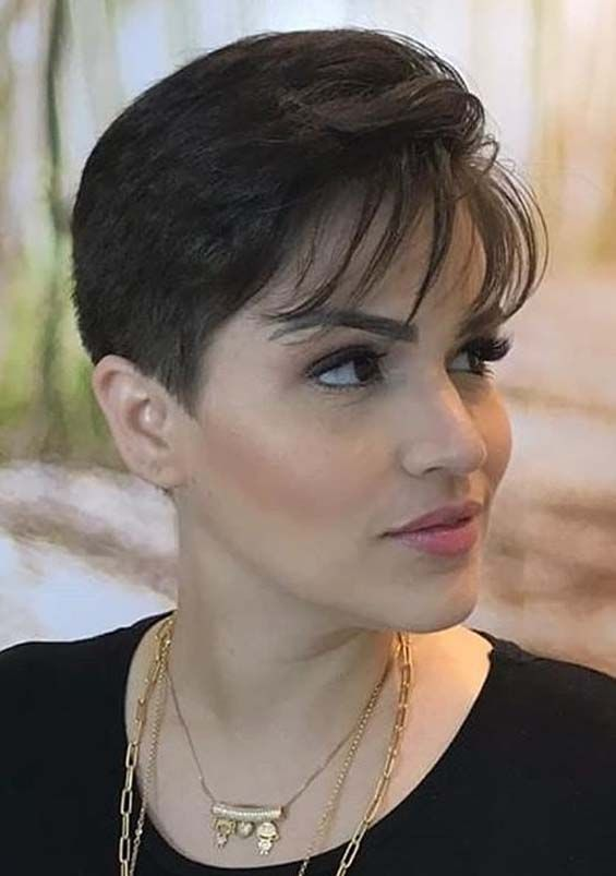 Amazing Short Pixie Haircuts For Bold Hair Look In 2020 Voguetypes In 2020 Pixie Haircut Short Pixie Haircuts Short Pixie