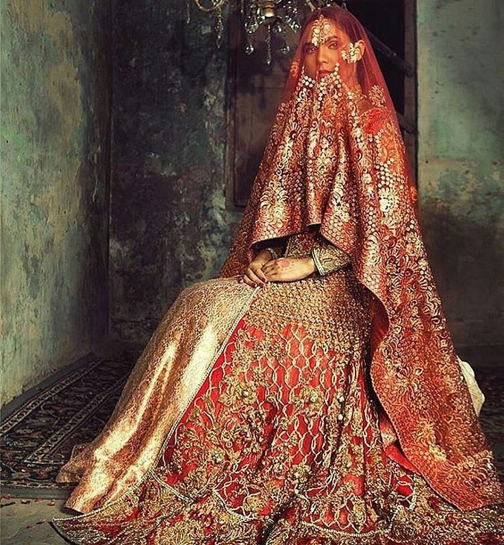 This #lehenga from @kamalbeverlyhills is everything a detail-oriented bride could want #shaadibazaar #wedding #indianwedding