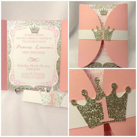 Invitaciones de cumpleaños de princesa oro y por CraftySistersPlus1                                                                                                                                                                                 Más