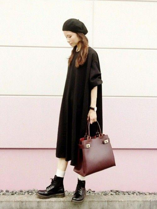 黒とボルドーで秋色。 結構ずっしりとしたビッグシルエットワンピ。 形は抜群に可愛いけど、 ベレー帽