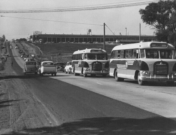 Melbourne Rd/Princes Highway, looking north, 1957.