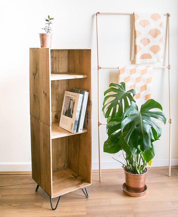 Armoire hauteur caisse à vin en bois / livre de cas avec les jambes en épingle à cheveux - au milieu du siècle répond à un mobilier moderne pour votre salle de séjour