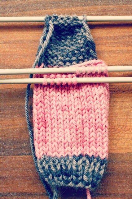 Explicación paso a paso de cómo tejer calcetines con 5 agujas o con 4
