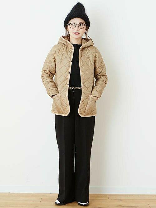 メンズだけでなくレディースにも人気。今年もトレンドの「キルティングジャケット(キルティングコート)」は軽くて暖かく、またダウンジャケットよりかさばらないので、アクティブに動きたい方にもおすすめです。しかし、可愛く着たいのになんだか野暮ったくなってしまう…そんなお悩みがある方も多いでしょう。そこで今回はキルティングコートを素敵に着こなすヒントが詰まったコーディネートをご紹介します♪