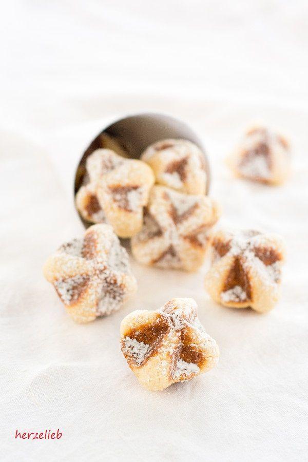 Waffeln to go, das ist süßes Fingerfood für den Kaffeetisch. Sehr lecker und ganz leicht nachzumachen mit diesem Rezept. Ein tolles Rezept!