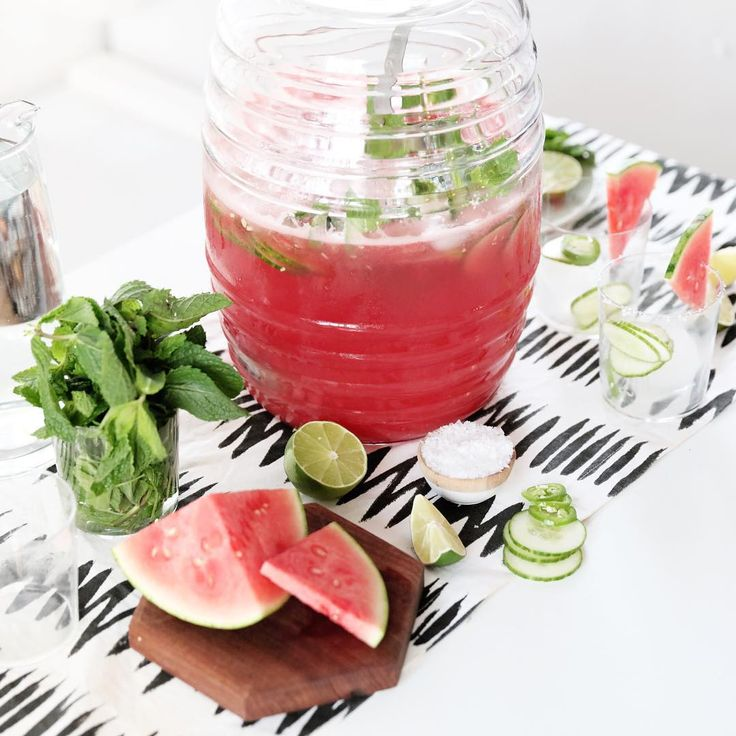 """Instagram의 Julie Lee님: """"Mezcal spiked watermelon agua fresca! # # My gal pal @acozykitchen and I have a few fun, EASY--perfect for 4th of July--recipes up on @refinery29 today. ✌️"""""""