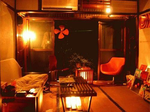 6畳の和室でもインテリアにはこだわりたいですよね。和室ならではの匂いや雰囲気。日本人としてやはり心が落ち着くのは和室。最近は和室のお部屋を洋室などにリノベートして使うことも多くなってきましたが、反対に日本人として慣れ親しんできた畳のお部屋に遭遇出来る確立も減ってしまってきています。需要がないとはいえ少し寂しい気もしますが、そのおかげで畳のお部屋はお家賃が安く住める可能性も高くなってきました。コーディネート次第で個性が溢れる素敵な空間を作ることができます。せっかくなのでその畳の良さを活かしたインテリアコーディネートを楽しんでみませんか?