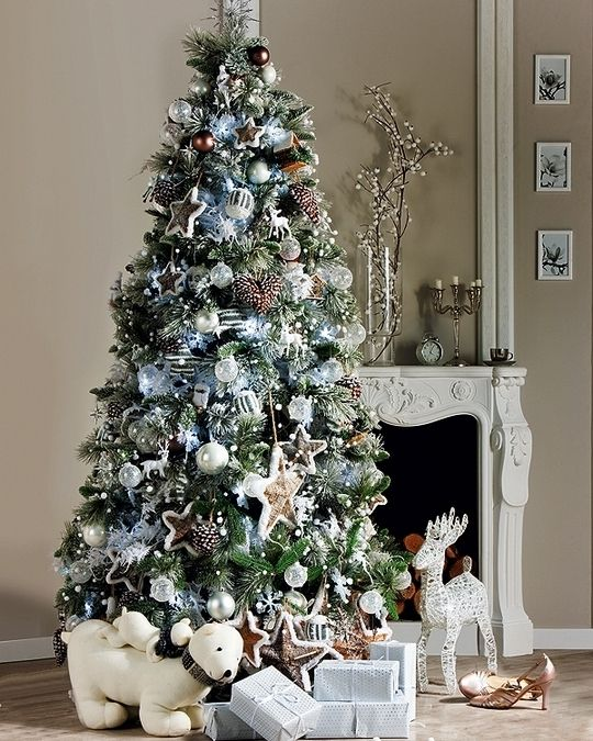 55 best christmas tree decorations images on pinterest beautiful christmas trees xmas and for Silver ornaments for living room