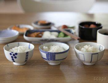 そんな東屋ブランドから発売され、不動の人気を誇っているのがシンプルで可愛いご飯茶碗、「花茶碗」シリーズなんです。 白い磁器に青一色で描かれたデザインは毎日使っても飽きることはありません。