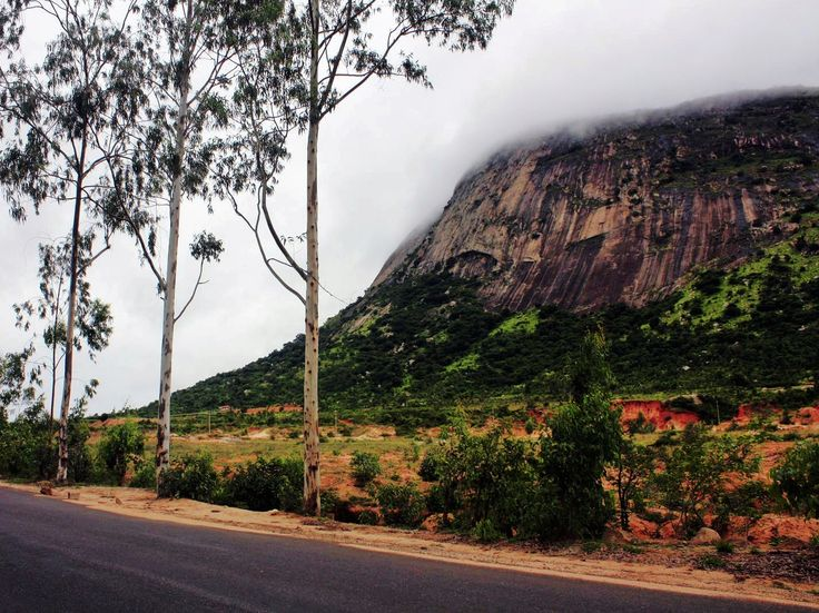 Nandi Hills offers a surprise of breathtaking scenic beauty and excellent climatic condition. It has been a favourite picnic place for young enthusiasts on a weekend.   Places to visit in Nandi Hills| Things to eat | How to reach Nandi Hills