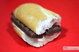 La merienda más buena del mundo...pan con chocolate!