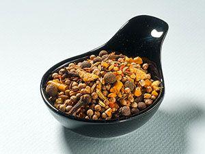 Curry di Goa Composizione: coriandolo, curcuma, cumino, fieno greco, semi di senape nera, peperoncino, zenzero, galangal, chiodi di garofano, pepe della Jamaica,semi di finocchio