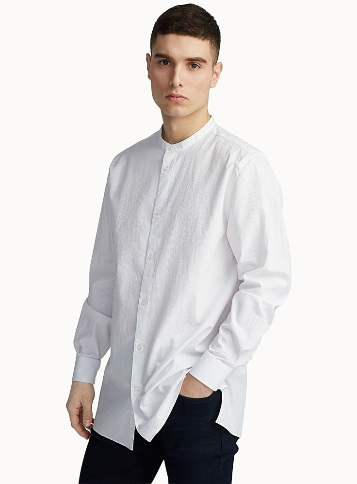 Exclusivité du 31 pour homme - Effet texturé gaufré dans un style facile à porter - Chemise col officier aux lignes épurées - Coupe semi-ajustée - Tissage pur coton tout confort Le mannequin porte la taille moyen