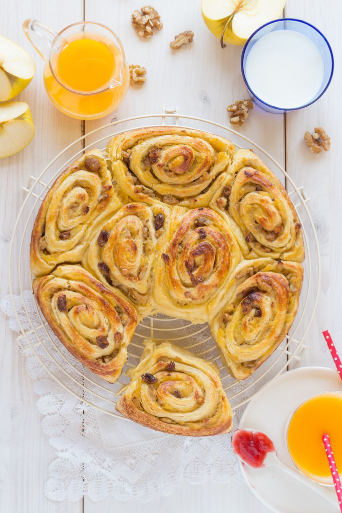 Rollitos de hojaldre rellenos de manzana asada, canela y pasas {con coñac}