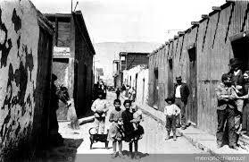Niños y pobladores en calle principal del pueblo minero de La Noria, Tarapacá, ca. 1910