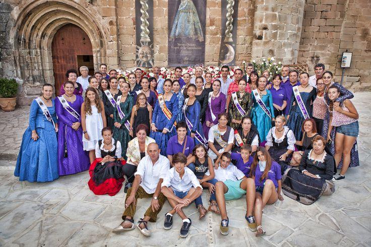 Festeras y Festeros 2014 en la puerta de la Iglesia de Alpuente
