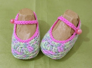 Crocheted Baby Shoes - Free Pattern