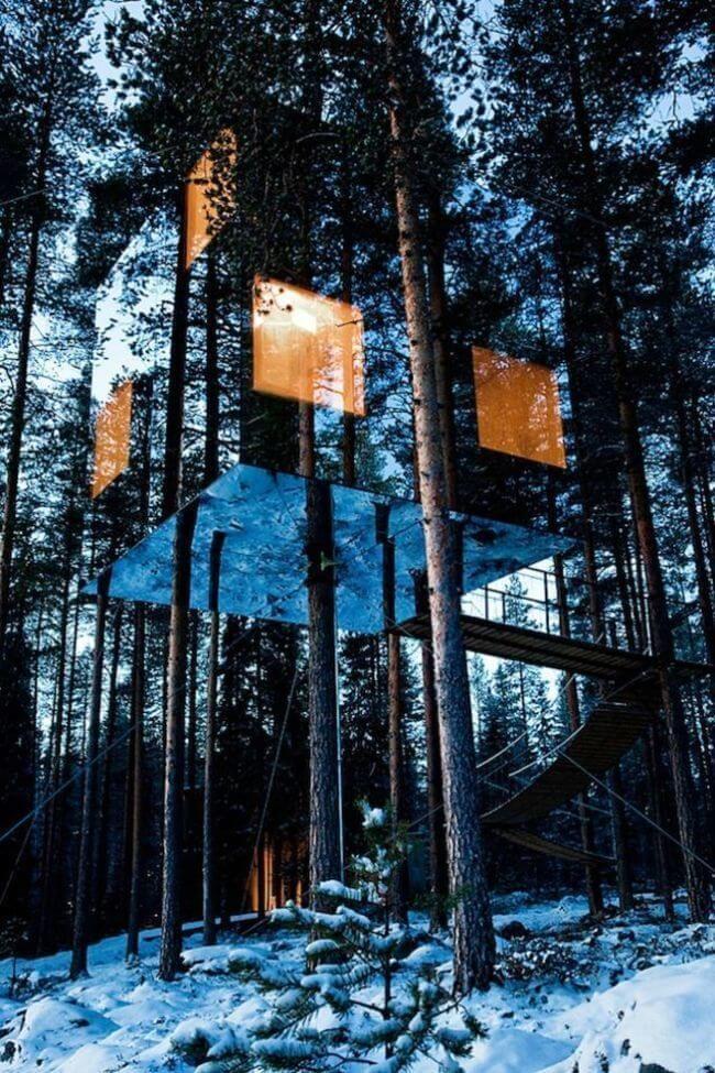 Maison miroir, en pleine forêt, Suède