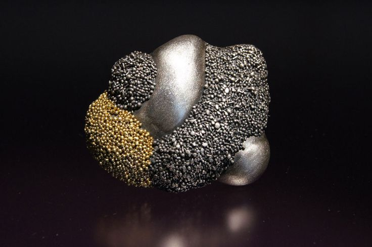 Harold O'Connor. Brooch: Encrusted, 2015. 925 silver, 750 gold. 6.5 x 6.5 cm. Photo by: Harold O'Connor.