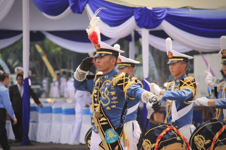A marching band is one of the shows scheduled to be performed at each transit port besides cultural performances such as Rampak Kendang, Reog Ponorogo, and other traditional dances.