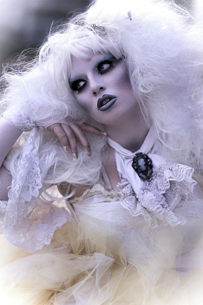 Ghostly Lady Halloween Costume