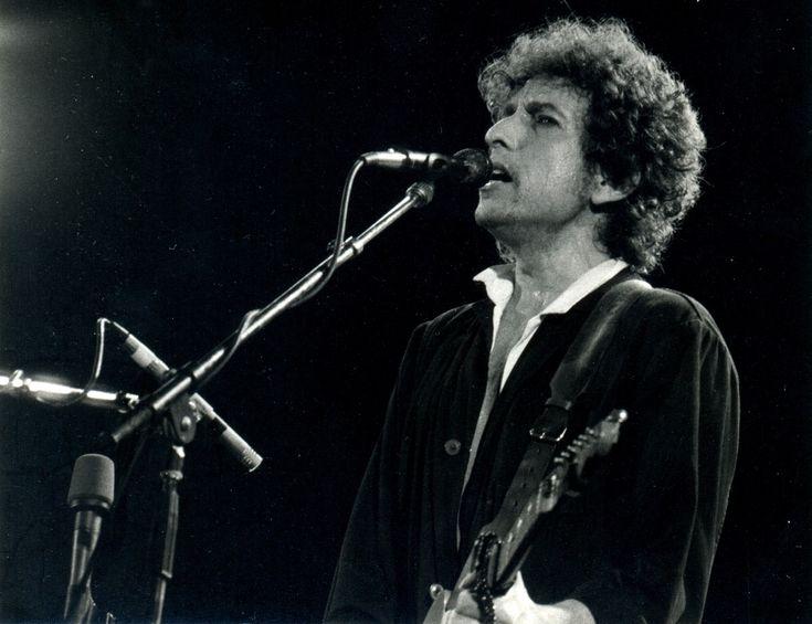 Bob Dylan: il suo archivio segreto va in Oklahoma - È stato acquisito dall'Università di Tulsa, nell'Oklahoma, l'archivio segreto di Bob Dylan, composto da oltre 6000 oggetti dell'artista. - Read full story here: http://www.fashiontimes.it/2016/03/bob-dylan-archivio-segreto-oklahoma/