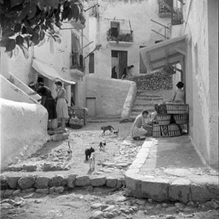 Bringing it back to the end of the 1940's along the charming, cobbled streets of our beloved Dalt Vila! #ibiza #tbt #bambuddha