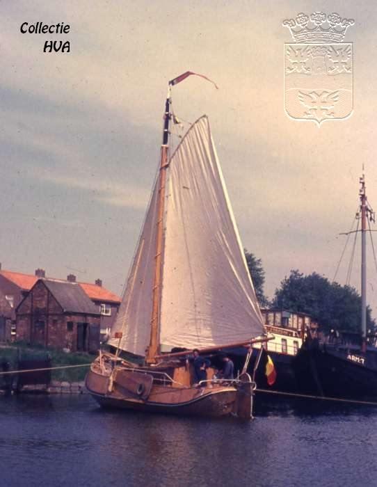 Een pas afgebouwde hoogaars in het kanaal / a new build ship in the canal