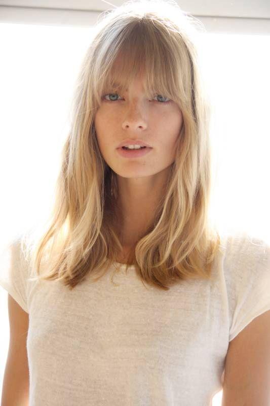 2013 yılında kahküllü saç modelleri genel olarak katsız saçlarda karşımıza çıkıyor.Düz veya katlı kahkül tercih edilen saç kesimleri uzun kısımlarda genell