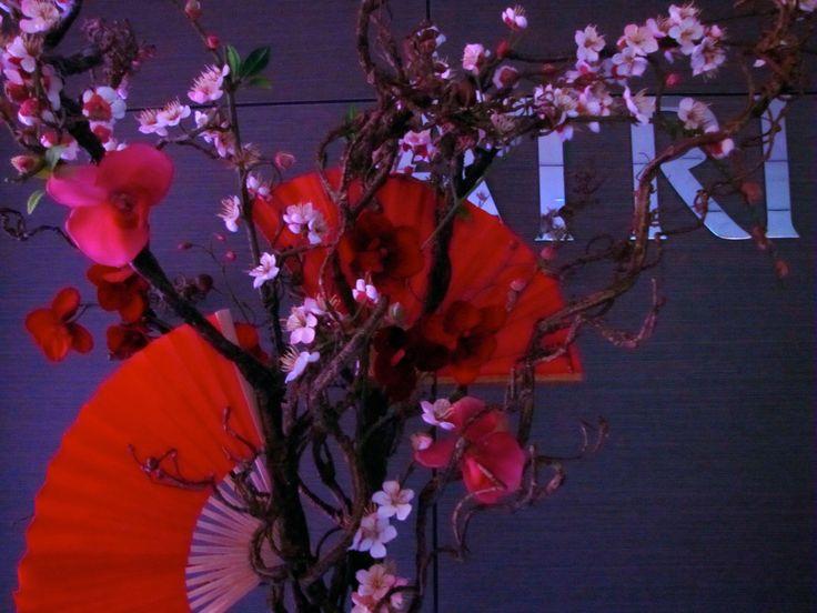Centrepiece blossoms & fans.