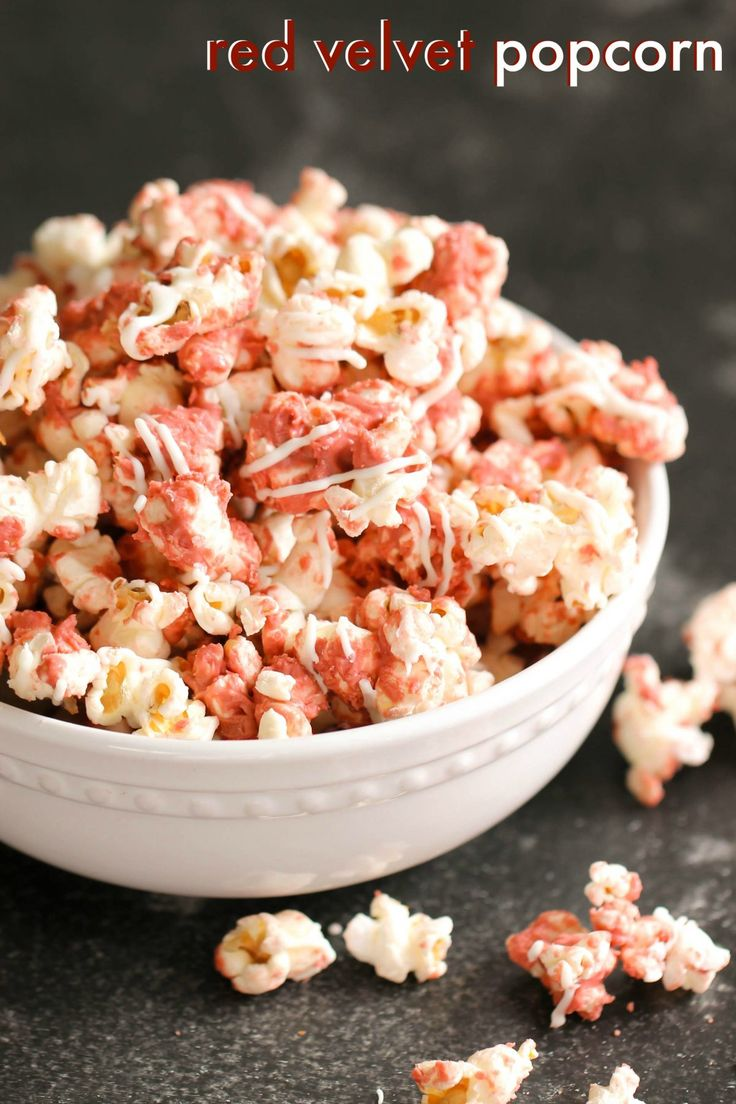 Red Velvet Popcorn – Six Sisters' Stuff | This popcorn is DELICIOUS! I was pleasantly surprised with how easy it came together and how tasty it was. This would make the perfect Christmas gift or snack for your co-workers or neighbors! #christmas #homemadechristmasgift #giftidea